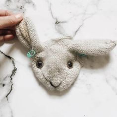 How to knit a bunny rabbit - free knitting pattern. Click through for easy step by step tutorial and free knitting pattern to make a knitted bunny rabbit. Get tips and all the info you need to make your own Loom Knitting, Knitting Stitches, Free Knitting, Baby Knitting, Knitting Toys, Vintage Knitting, Knitted Bunnies, Knitted Animals, Love Knitting Patterns