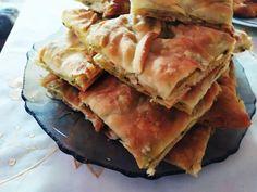 """Η Συνταγή είναι από κ.  Lilqna Petrova  – """"Μαγειρικές Ανησυχίες (George Chatzigiatroudakis)"""".    Υλικά για τή ζύμη  500 γραμμαρια αλεύρι,1 κ.σ. ξύδι,1 κ.γ. αλάτι,1 μπουκάλι Σουρωτή,50 μλ.λαδι  Υλικά για τή γεμίσει  1 ξέρο κρεμμύδι ψιλοκομμένο,  4 πράσα,  4 πατάτες (600 Spanakopita, Apple Pie, Cooking, Ethnic Recipes, Desserts, Food, Kitchen, Tailgate Desserts, Deserts"""