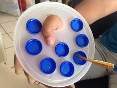 someone posted this on Facebook and i had to re post this wonderful pallet bottle cap idea for painting, especially with kids