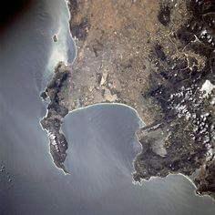 Cape Town seen from space: Most of the urban area visible in this NASA Astronaut photo is part of the greater Cape Town metropolitan area. South Afrika, Cape Town South Africa, Out Of Africa, The Beautiful Country, Most Beautiful Cities, Africa Travel, Scenery, African Life, Crescent Shape
