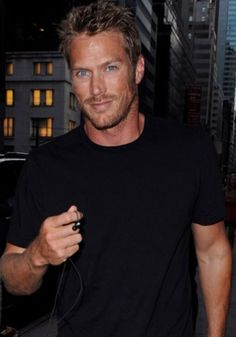 10 Hottest Single Men We Love In Hollywood | YourTango