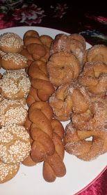 ΜΑΓΕΙΡΙΚΗ ΚΑΙ ΣΥΝΤΑΓΕΣ: Κουλουράκια κανέλας !!! Greek Desserts, Easy Desserts, Dessert Recipes, Cake Mix Cookie Recipes, Cake Mix Cookies, Food Gallery, Cooking Recipes, Healthy Recipes, Breakfast Snacks