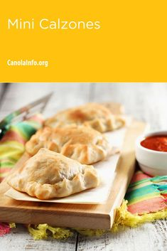 Mini Calzones are a quick and delicious meal. Great for kids (and adult) lunches! Entree Recipes, Fall Recipes, Bite Size Food, Calzone, 30 Minute Meals, Easy Weeknight Meals, Workplace Wellness, Baking Recipes, Entrees
