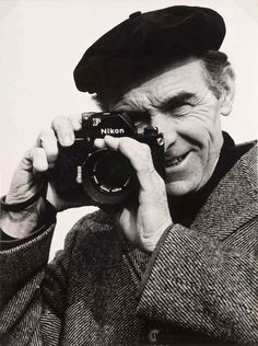 Gérard Dussandier - Portrait of Robert Doisneau at Nikon, 1960 Photography Camera, Vintage Photography, Digital Photography, White Photography, Robert Doisneau, Black White Photos, Black And White, Henri Cartier Bresson, Camera Nikon