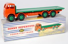 Lot 1966 - Dinky, 902 Foden flat truck, 2nd cab, orange cab/chassis, mid-green flatbed and hubs in correct box