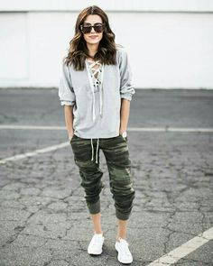 If you don't think the jogger pants trend is here to stay- you better think again. Here are stylish casual jogger pants outfits you will love! Sporty Outfits, Mom Outfits, Fall Outfits, Jogger Pants Outfit, Camo Joggers, Sweatpants, Hello Fashion Blog, Fashion Pants, Fashion Outfits