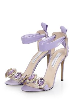 Single band lilac heels with crystals Fancy Shoes, Pretty Shoes, Hot Shoes, Beautiful Shoes, Me Too Shoes, Shoes Heels, Pumps, Lila High Heels, Hot High Heels