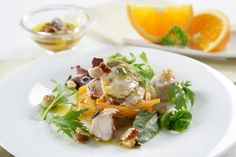 ¿Qué te parece una ensalada de conejo en escabeche para combatir el calor? Además de las propiedades nutricionales de la carne de conejo, las verduras de este plato aportan vitaminas y minerales