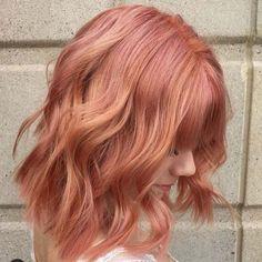 L'an dernier, c'était le «rose gold» qui était à l'honneur sur les chevelures. Cette année, la tendance du moment est au Blorange, doux blond avec des teintes orangées.