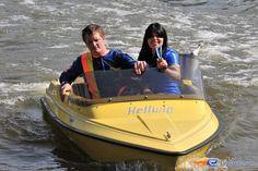 13/31   Photo du water stunt show, Jim Bond H2O situé à Holiday-Park (Allemagne). Plus d'information sur notre site http://www.e-coasters.com !! Tous les meilleurs Parcs d'Attractions sur un seul site web !!