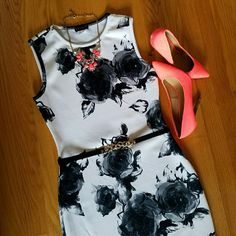 """Venus Floral Bodycon Dress {Work Week Chic Host Pick 4/25} {Top Trends Host Pick 8/2} Very slimming and elegant Bodycon dress, monochrome floral design, extends past the knees/midi style. NWOT, only worn to try on. Ordered online but it's not really my style so I'm selling. Size small but I think it runs a little big or made for a curvy figure. Very stretchy material.  Waist: 14"""" across  Hips: 16"""" across  Length: 36"""" total Venus Dresses Midi"""