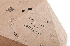 Cat Cube de Delphine Courier, las mejores casitas de gato que he visto / Cat Cube by Delphine Courier, the best cat box that I have ever seen Cat Cube, Cardboard Design, Dog Furniture, Cool Cats, House Design, Graphic Design, Box, Cat Houses, Kitty