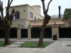 Casa en Lomas de San Isidro. Estilo clásico moderno. Arq. Carolina Peuriot Bouché. Estudio Prágmata.