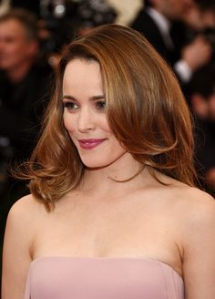 Red carpet hairstyle. blowout curls - Rachel McAdams. Celebrity hairstyle. Met Gala 2014