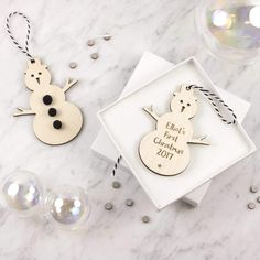 62047cd4d0559 artcuts Baby's First Christmas Personalised Snowman