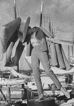 Norman Parkinson    Carmen Dell'Orefice - Bahamas feature - British Vogue 1959