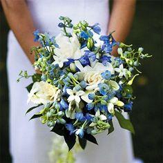 ♥♥ Poradnik ślubny ♥♥ Mój cudowny ślub : Granatowe i niebieskie bukiety ślubne - kolejna propozycja czytelniczki na post. Jakie kwiaty wybrać na niebieski motyw przewodni?