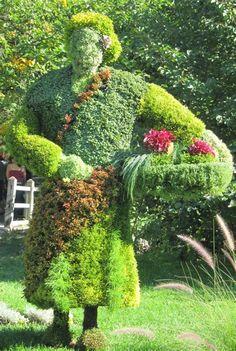 Topiary Living sculptures at the Montreal Botanical Gardens: flower gatherer Montreal Botanical Garden, Botanical Gardens, Kew Gardens, Amazing Gardens, Beautiful Gardens, Image Nature, Magic Garden, Topiary Garden, Contemporary Garden