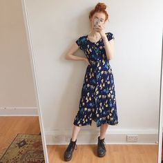 Pretty dark blue vintage long floaty dress In a crinkly - Depop Retro Outfits, Vintage Outfits, Casual Outfits, Cute Outfits, Vintage Fashion, Artsy Outfits, Vintage Summer Dresses, 90s Fashion, Fashion Outfits