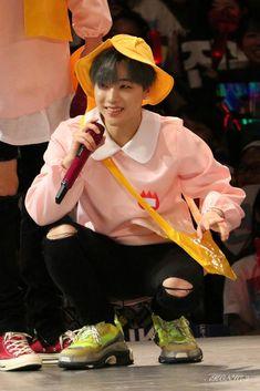 He's a whole ass man sen, stop calling him a tyke like- Kim Jinhwan, Chanwoo Ikon, Bobby, Ikon Member, Koo Jun Hoe, Ikon Debut, Kim Dong, Yg Entertainment, South Korean Boy Band