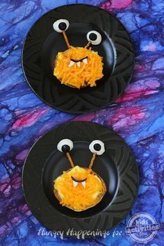 Breakfast Sandwich Monster Serve your kids a nutritious yet fun breakfast this Halloween. It's so easy to turn a egg and cheese sandwich into a cute furry monster that kids will love. Halloween Breakfast, Breakfast For Kids, Best Breakfast, Breakfast Ideas, Halloween Fun, Halloween Foods, Halloween Dinner, Halloween Activities, Fun Sandwiches For Kids