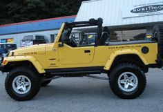 Jeep Wrangler Unlimited Photos and Specs. Photo: Wrangler Unlimited Jeep model and 24 perfect photos of Jeep Wrangler Unlimited Yellow Jeep Wrangler, Jeep Wrangler Tj, Jeep Cj7, Jeep Rubicon, Jeep Jeep, American Expedition Vehicles, Jeep Stickers, Jeep Brand, Custom Jeep