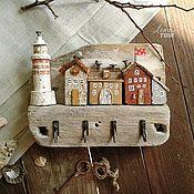 'Дворик' Ключница-вешалка настенная, домик деревянный дрифтвуд-арт – купить или заказать в интернет-магазине на Ярмарке Мастеров | Ключница/вешалка 'Дворик' из…