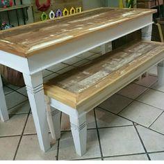 Mesa e banco de madeira de demolição