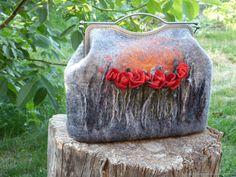 Сумка войлочная сумка валяная сумочка женская сумка с фермуаром - купить или заказать в интернет-магазине на Ярмарке Мастеров - G8KBXRU. Белая Церковь | Сумочка валяная ручной работы.На подкладке,дно…