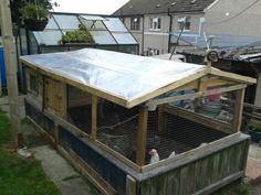 8 DIY Pallet Projects with Instructions - DIY pallet chicken coop