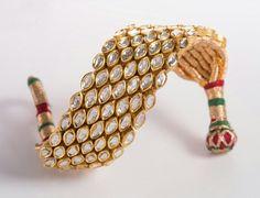 kundan meena Gold Jewelry Simple, Stylish Jewelry, Indian Wedding Jewelry, Indian Jewelry, Rajputi Jewellery, Kundan Bangles, Gems Jewelry, Fine Jewelry, Thread Bangles
