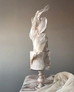 7 Tips When Choosing A Wedding Cake With Expert Cake Baker Jasmine Rae The Bridal Journey Online Bridal Magazine Black Wedding Cakes, Beautiful Wedding Cakes, Cake Wedding, Wedding Nail, Wedding White, Wedding Desserts, Beautiful Cakes, Dream Wedding, Wedding Cake Centerpieces