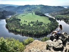 Jeďte na výlet. Nevíte kam? Podívejte se na náš seznam míst, kam na výlet v okolí Prahy. S dětmi, sám, ve dvou nebo s kamarády.