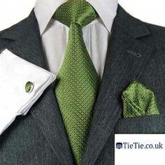 new style 9a9f5 35c21 Combinacion traje corbata gris y verde
