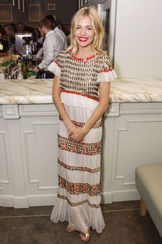 Sienna Miller in Chanel Resort - Cat On A Hot Tin Roof afterparty, London - July 24 2017 Estilo Sienna Miller, Sienna Miller Style, Sienna Miller Fringe, Looks Boho Chic, Boho Look, Boho Style, London Look, Estilo Boho, Vogue Uk