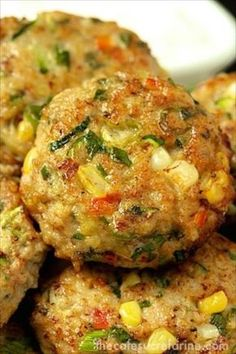 Chicken, Zucchini and Fresh Corn Burgers - move over burgers, these are fabulous and so much healthier! Food Inspiration for Katharine Dever Turkey Recipes, Vegetarian Recipes, Dinner Recipes, Cooking Recipes, Healthy Recipes, Healthy Snacks, Healthy Ground Chicken Recipes, Fresh Corn Recipes, Egg Recipes