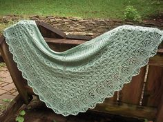 Ravelry: Project Gallery for Laminaria pattern by Elizabeth Freeman. Knitted Triangle shawl; free pattern