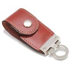 Pen Driver Silver LeatherPen drive de 2Gb (disponíveis em 4 e 8 Gb) de memória. Estilo chaveiro em couro. Dimensões: 80,0 x...