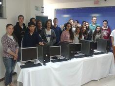 Alunos das escolas estaduais da ADR Timbó recebem computadores
