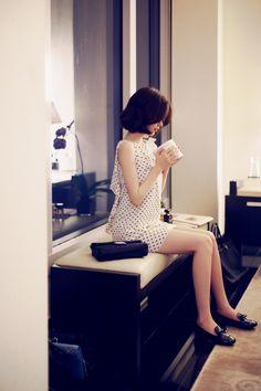 더워 죽겠는데............뜨거운 바람은 오지게 많이 불어올때............망설임 없이 고르게 되는게 이... Korea Fashion, Asian Fashion, Unique Fashion, Beautiful Asian Girls, Beautiful Models, Yoon Sun Young, Perfect Legs, Girl Outfits, Fashion Outfits