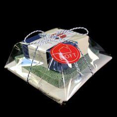 Tuoksuva saippua ja Durat -saippua-alusta kauniisti paketoituna. Durat-alusta (www.durat.fi) Duratin hukkapaloista tehty neliön mallinen alusta.