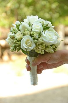 Awesome 100 Wedding Bouquet For Brides Ideas Weddings are the perfect place to express your personality. And make it complete with beautiful wedding bouquet. From simple and modern to rustic and whimsical, monochromatic white bouquets, feathe… Small Wedding Bouquets, Cheap Wedding Flowers, Diy Wedding Bouquet, Small Bouquet, Bride Flowers, Wedding Flower Arrangements, Bride Bouquets, Wedding Centerpieces, Boquette Flowers