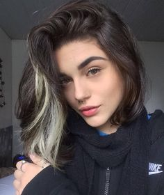 your hair, the stylized hair can make a big change in your outfit, image, face Blonde Streaks, Brown Blonde Hair, White Streak Hair, Colored Streaks In Hair, Short Bob Hairstyles, Pretty Hairstyles, Men's Hairstyles, Bijoux Piercing Septum, Hair Inspo