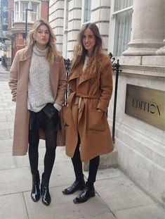These coat trends are going to be all over the place this winter! Here are some of the top winter coat looks you'll be seeing! Fashion Blogger Style, Look Fashion, Womens Fashion, Fashion Trends, Fashion 2018, Fall Winter Outfits, Autumn Winter Fashion, Winter Wear, Spring Fashion
