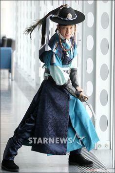 남자 노리개 - Google 검색 Korean Hanbok, Korean Dress, Korean Outfits, Korean Traditional, Traditional Fashion, Traditional Dresses, Korea Fashion, Pop Fashion, Fashion Outfits