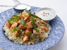 Lämmin katkarapu-lohisalaatti | Valio Risotto, Potato Salad, Potatoes, Eat, Ethnic Recipes, Food, Potato, Essen, Meals
