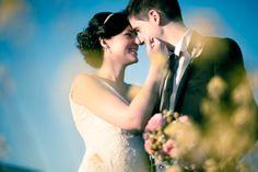 Fotografía de bodas Fotografía en color de unos complices novios en la sesión fotográfica