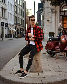 winter mens fashion that is fabulous Stylish Mens Outfits, Stylish Mens Fashion, Casual Summer Outfits, Men Fashion, Stylish Menswear, Casual Winter, Runway Fashion, Mode Man, Shirts For Leggings