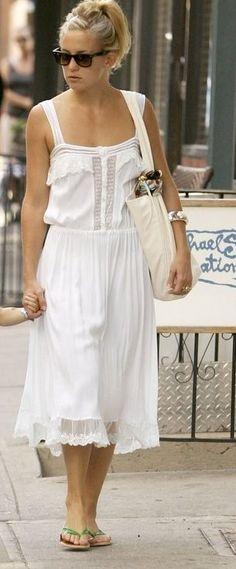love this white dress on kate hudson