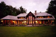 A 1920's hunting lodge was the inspiration for this lakefront vacation home…